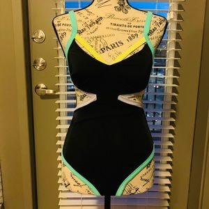 Victoria's Secret Swimsuit Black (Small)
